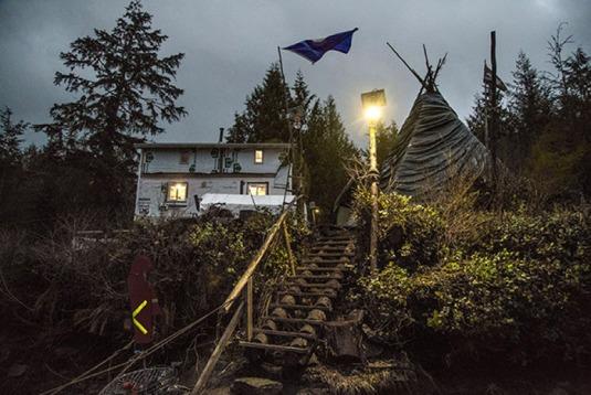 Lelu Island cabin tipi